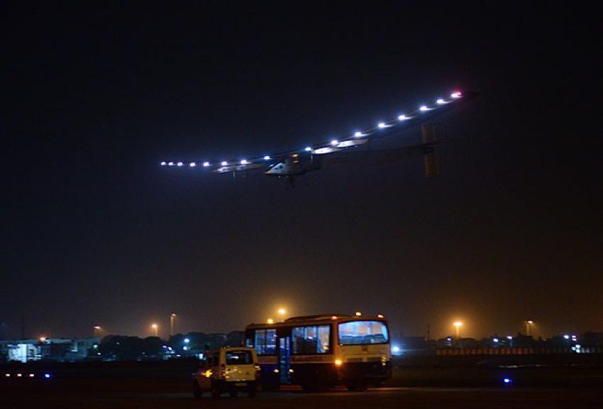 Güneş enerjili uçak beklenmedik iniş yaptı