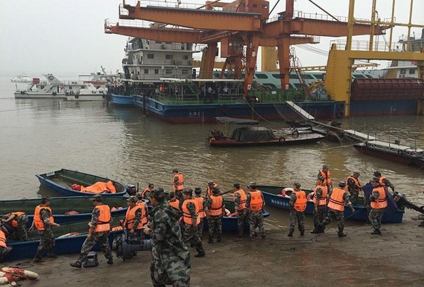 Çin'de batan gemideki 423 kişi aranıyor
