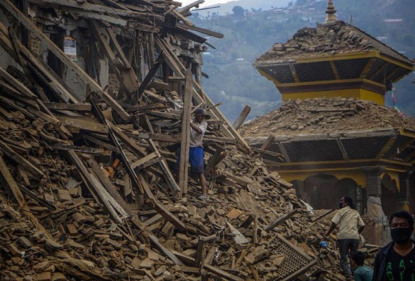 Nepal deprem yaralarını sarmakta zorlanıyor
