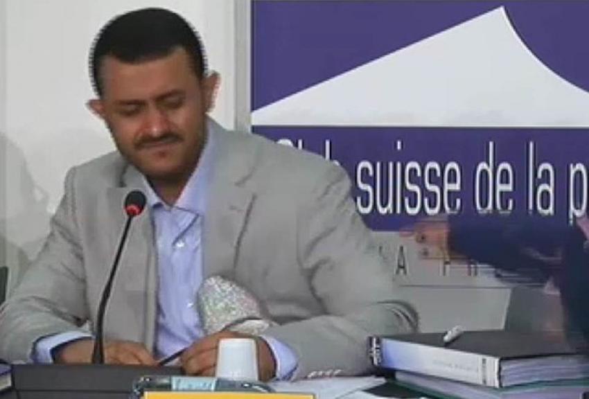 Husi lidere basın toplantısında ayakkabı fırlatıldı
