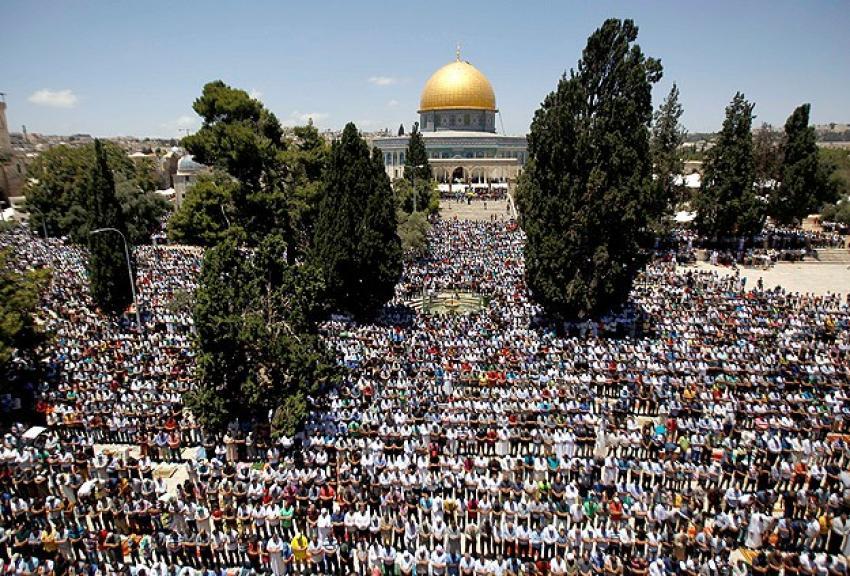 Filistinliler Mescid-i Aksa'ya akın etti