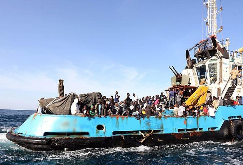 Akdeniz'de göçmen teknesine saldırı iddiası