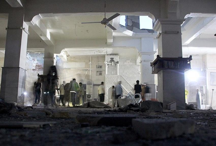 Halep'te camiye 'varil bombalı' saldırı! 15 ölü