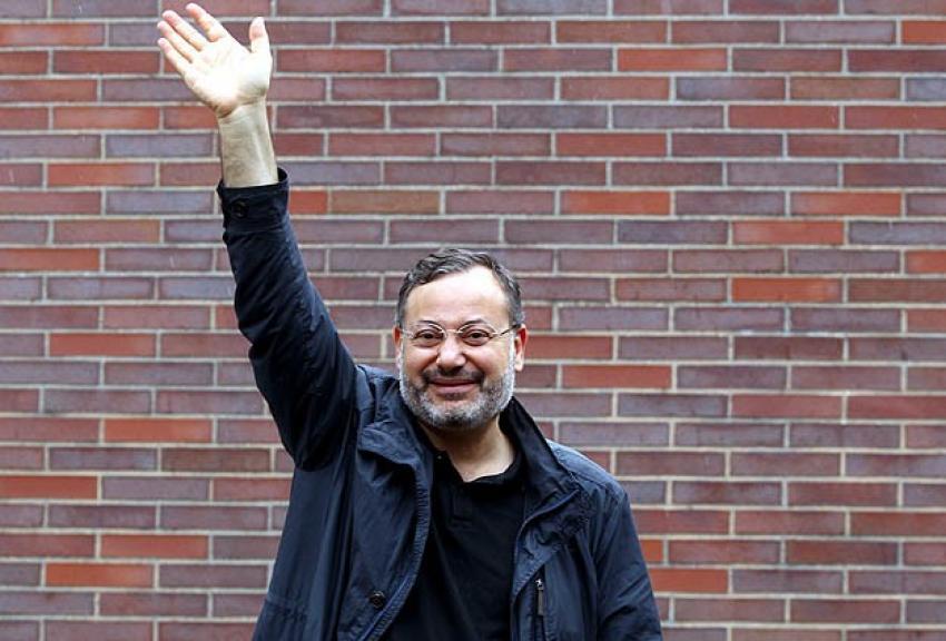Gazeteci Mansur serbest bırakıldı