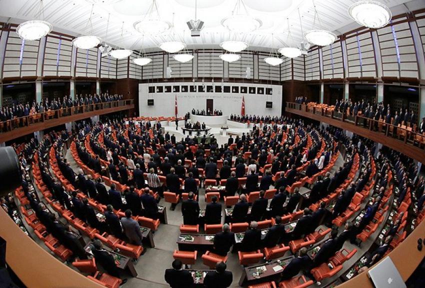 TBMM'de yeni milletvekilleri yemin etti