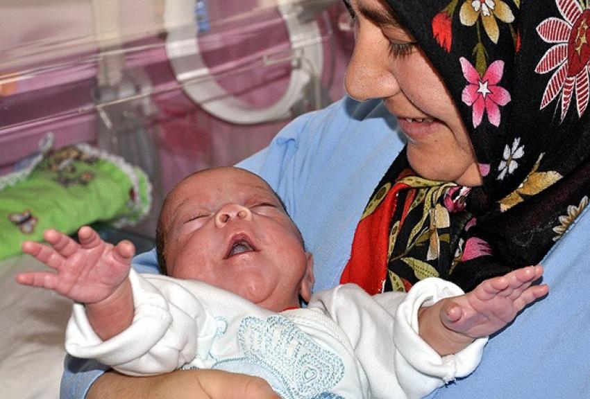Fatma bebek yaşam azmiyle şaşırttı