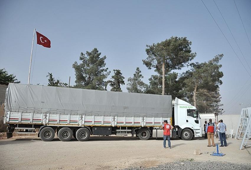 Kobani'ye ilk yardım yine Türkiye'den
