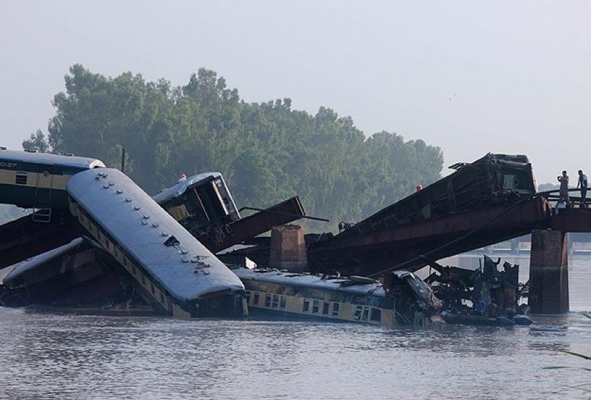 Tren kazasında ölenlerin sayısı 19'a yükseldi