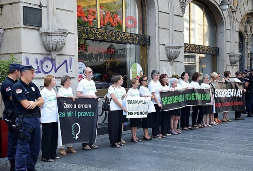 Sırbistan'da 'Srebrenitsa' eylemi
