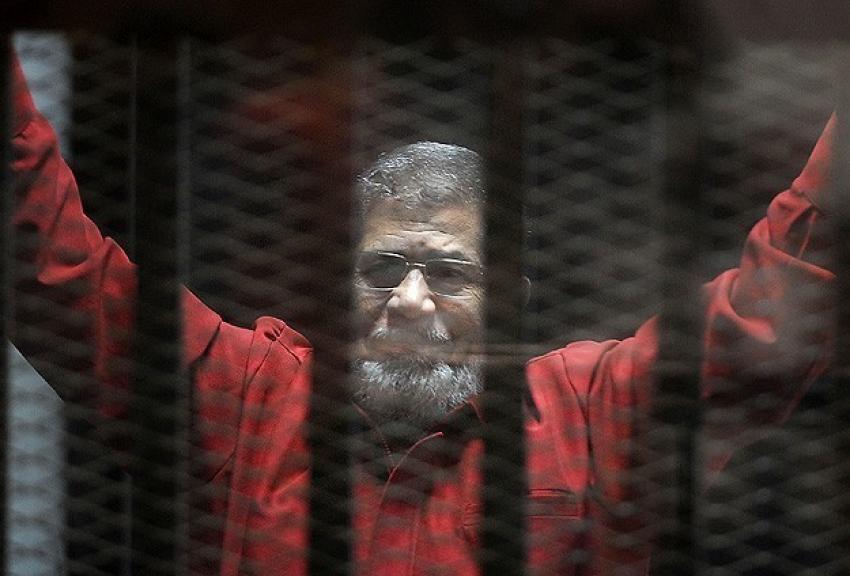 Mursi'nin duruşması ertelendi