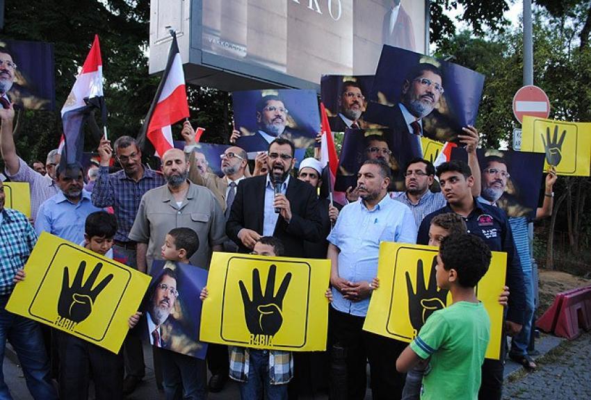 Türkiye'deki Mısırlı alimlerden protesto