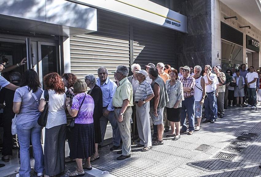 Yunanistan'da bankalar 13 Temmuz'a kadar kapalı