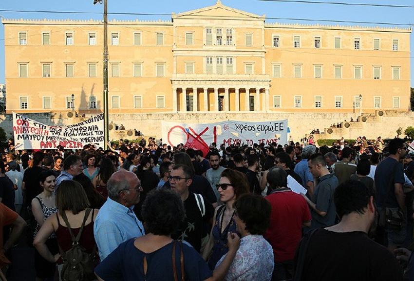 """Atina'da """"kurtarma paketi""""ne karşı gösteri"""
