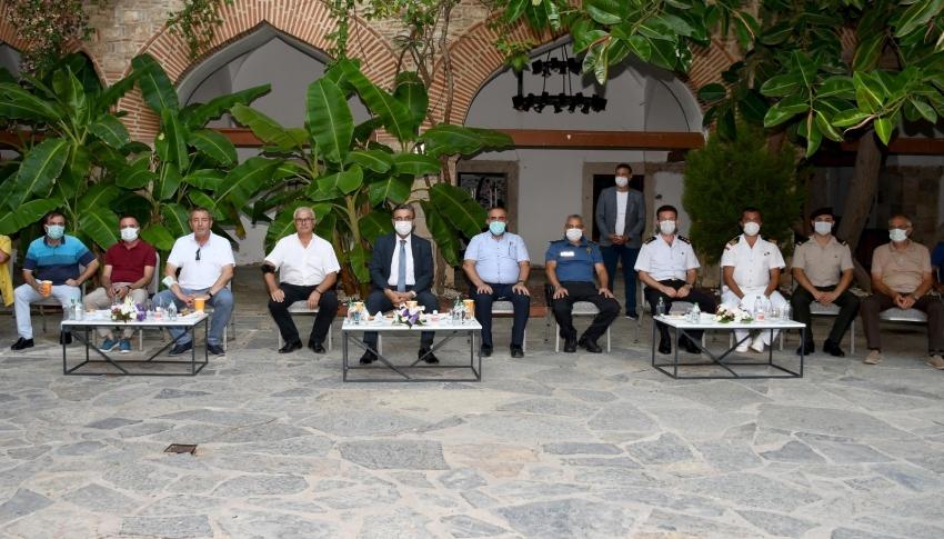 Kuşadası'nda ilçe protokolü vatandaşlar ile bayramlaştı