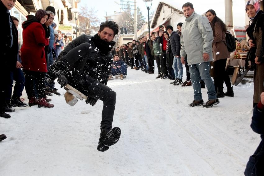 Kelkit Vadisi'nde kar festivali