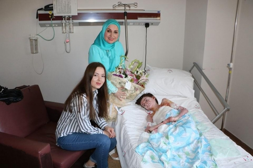"""""""Kelebek hastası"""" Elif'e umut oldular"""