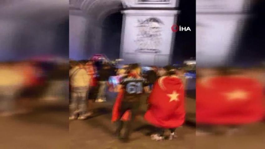 Paris sokakları kırmızı beyaza büründü