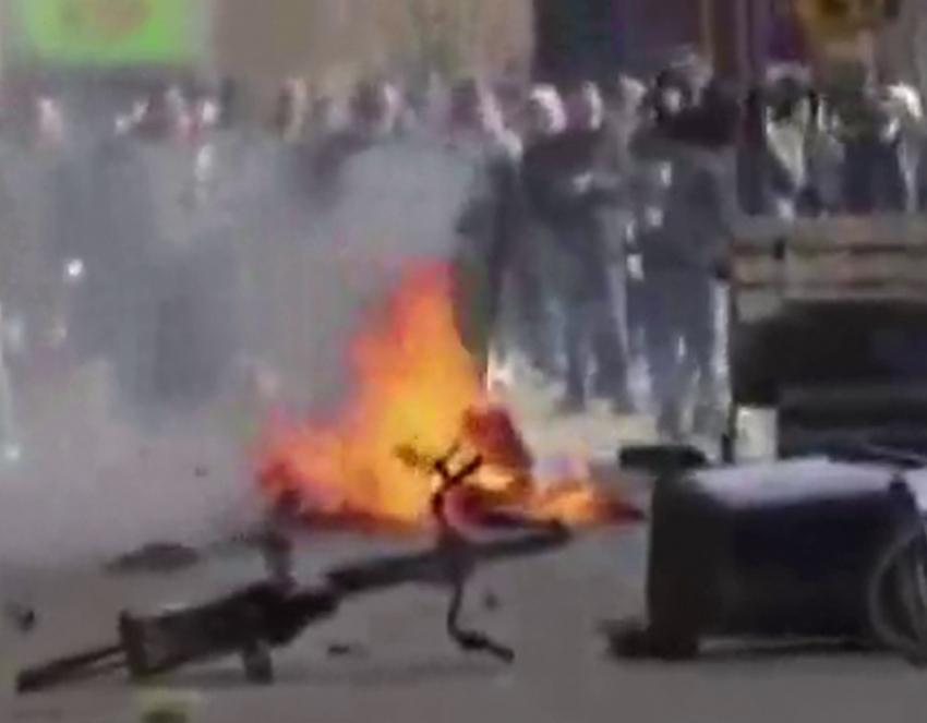 Danimarka'da aşırı sağcı siyasetçi Kur'an-ı Kerim'i yaktı