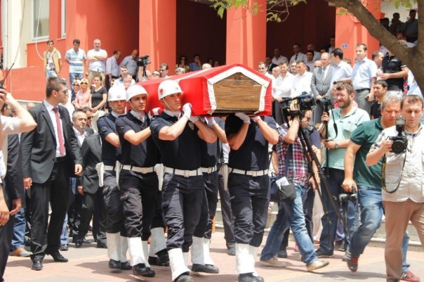 Öldürülen cezaevi müdürü için tören