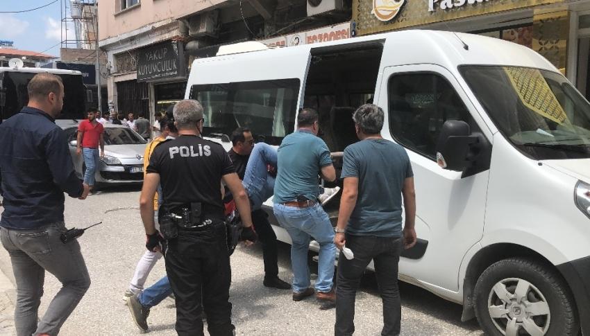 İzinsiz konser vermek isteyen 4 kişi gözaltına alındı