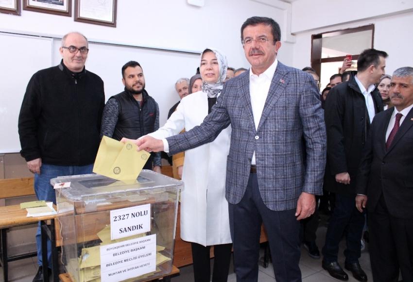 """Zeybekci: """"İzmir kazansın diye yola çıktık"""""""