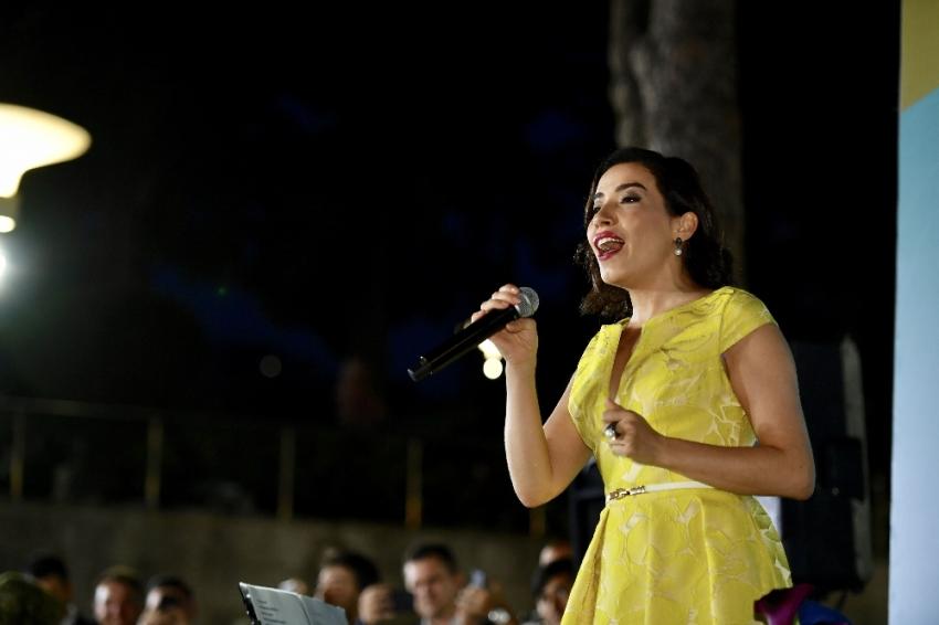 Burcu Güneş'ten Üsküdar'da müzik ziyafeti