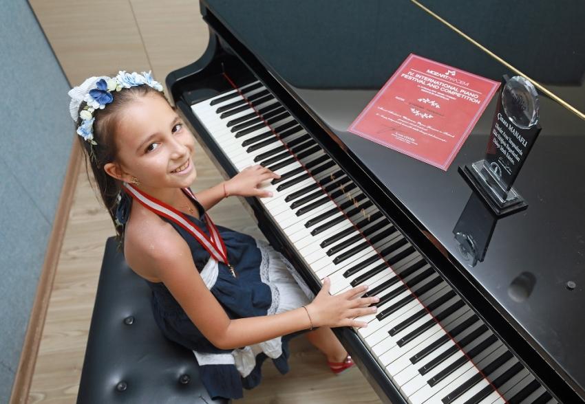Piyanonun başına 5 yaşında oturdu, bir daha da kalkmadı