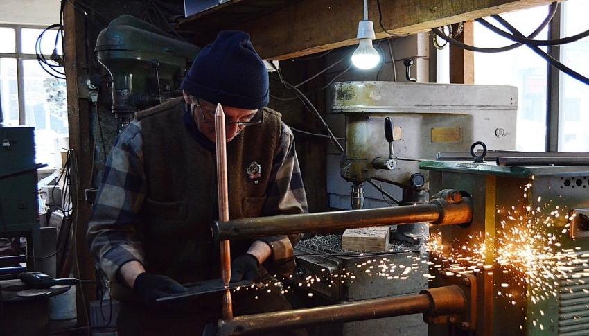Bursalı 72 yaşındaki soba ustası gençlere taş çıkarıyor