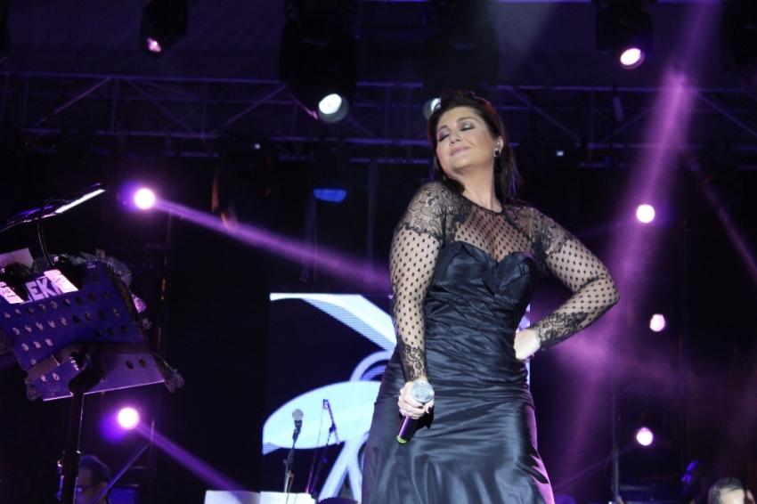 Mandalina Festivalinde Sibel Can sahne aldı