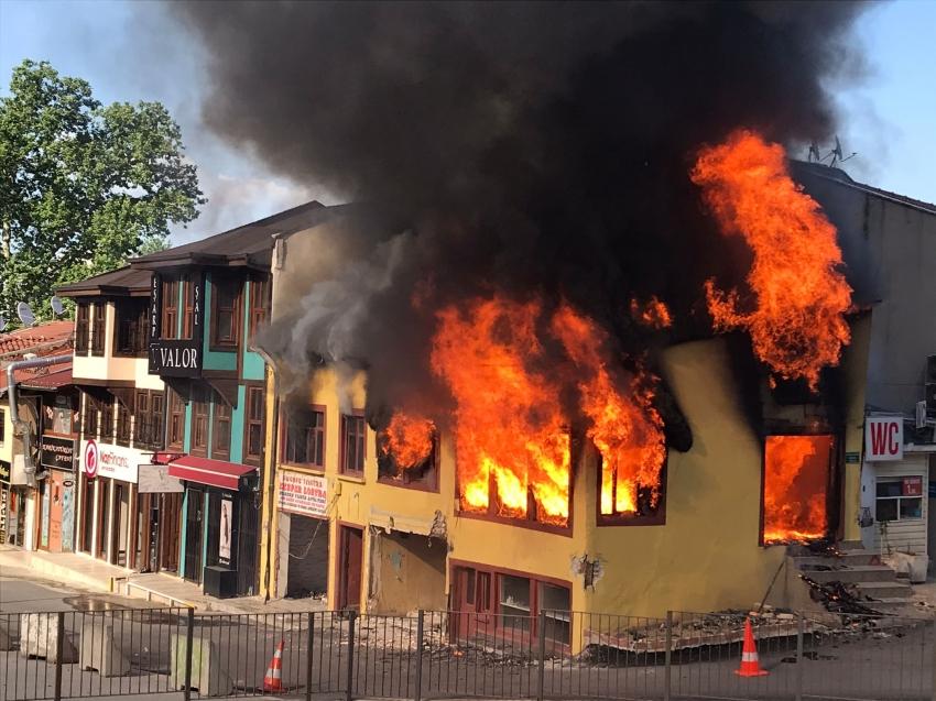 Bursa'da tarihi hanlar bölgesinde yangın