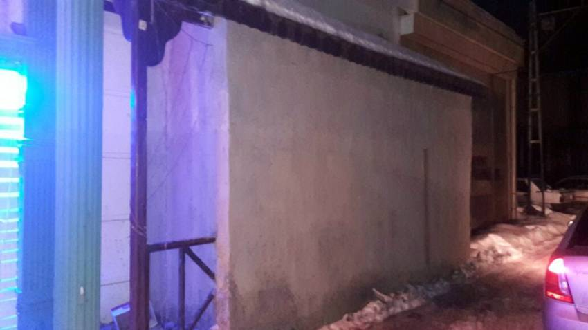 Polis mühürledi, duvar örüp devam ettiler