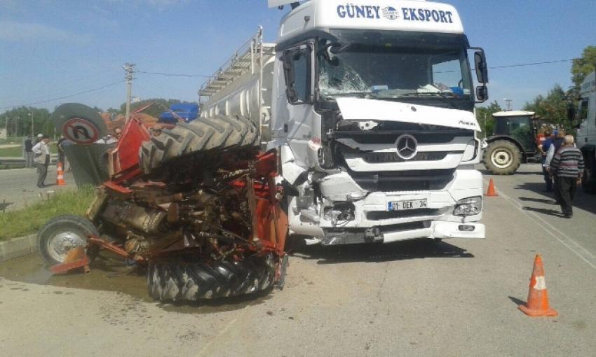 TIR, traktörü biçti!