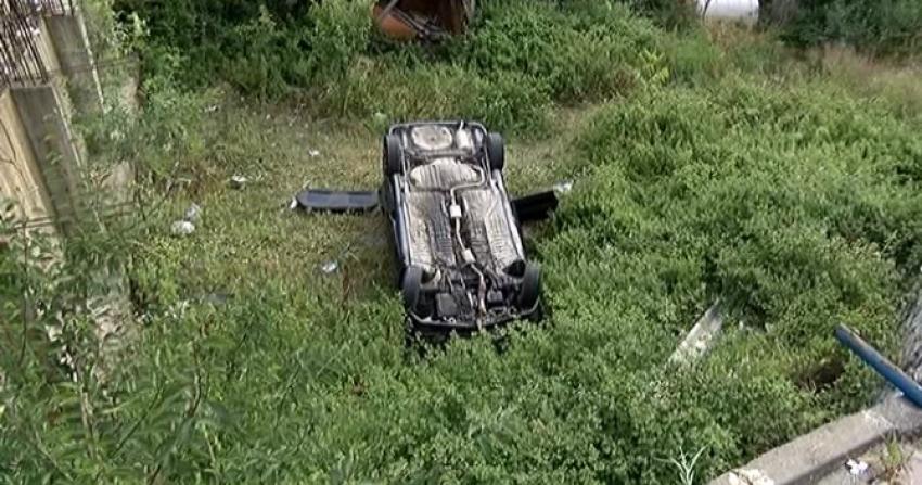 Otomobil bahçeye uçtu: 4 yaralı