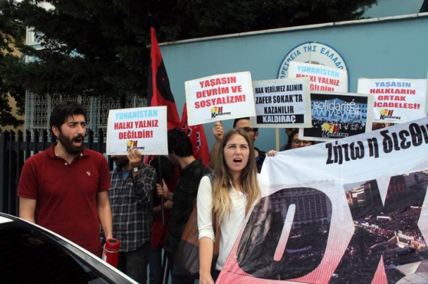 Büyükelçilik önünde Yunanistan'a destek eylemi