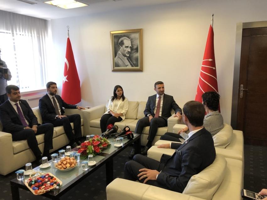 AK Parti heyeti, CHP Genel Merkezi'ne bayram ziyaretinde bulundu