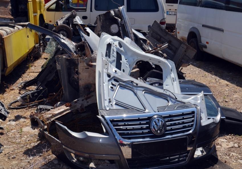 Çalıntı lüks otomobilin parçaları bakın nereden çıktı