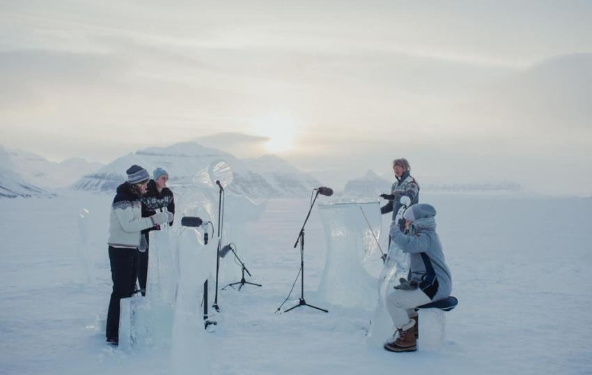 Kuzey Kutbu'nda buzdan enstrümanlarla konser