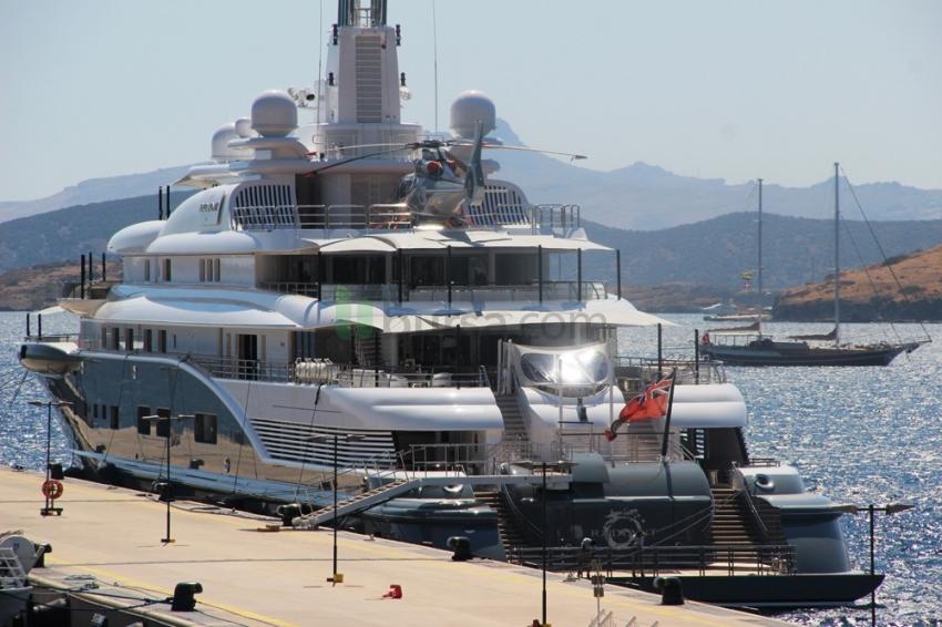 Dubai Şeyhi'nin milyon dolarlık yatı Bodrum'a demir attı