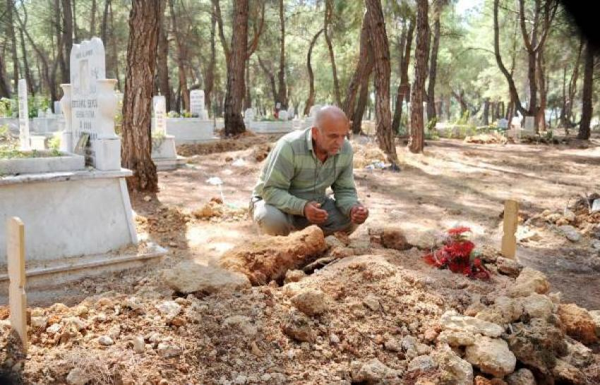 'Oğlumun mezarı kurşunlandı'