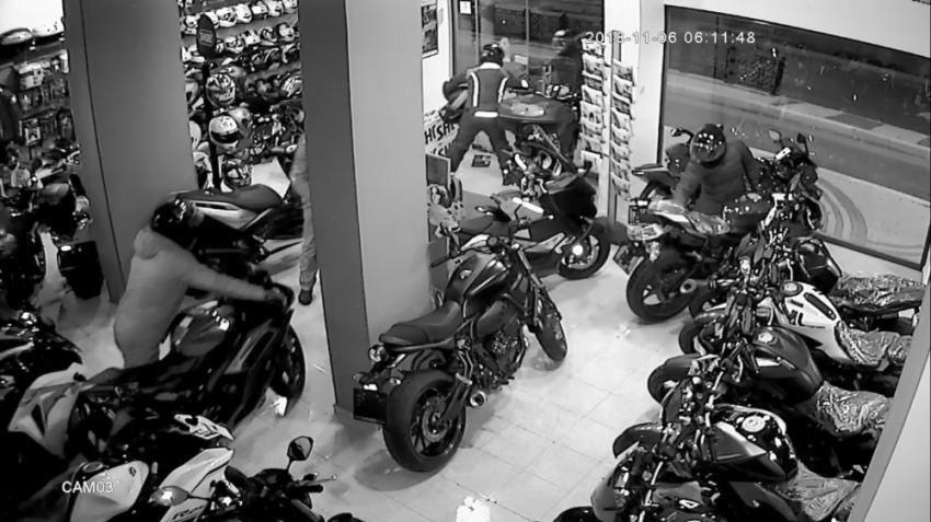2 buçuk dakikada 60 bin TL'lik motosiklet hırsızlığı