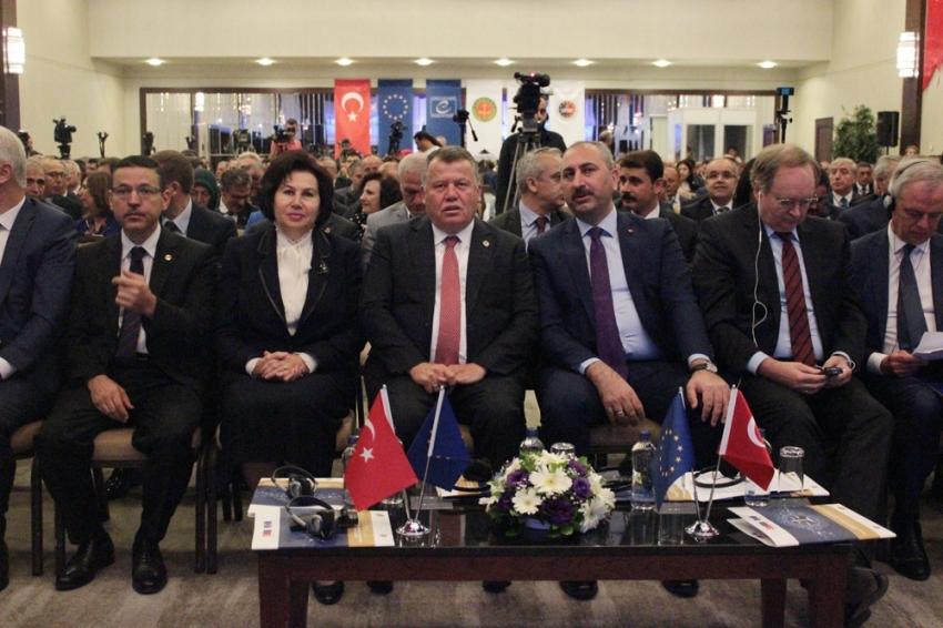 """Bakan Gül: """"Yargı Türk milleti adına karar veren bir hale gelmiştir"""""""