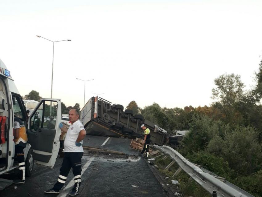Tır traktöre çarptı: 2 ölü, 2 yaralı
