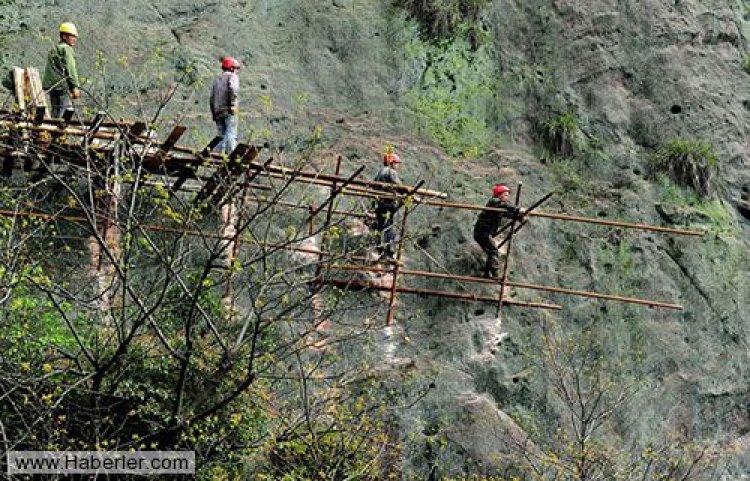 Dağ yolu için tehlikeli çalışma