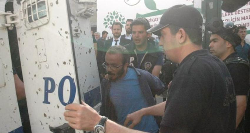 Davutoğlu'nun mitinginden sonra 30 gözaltı