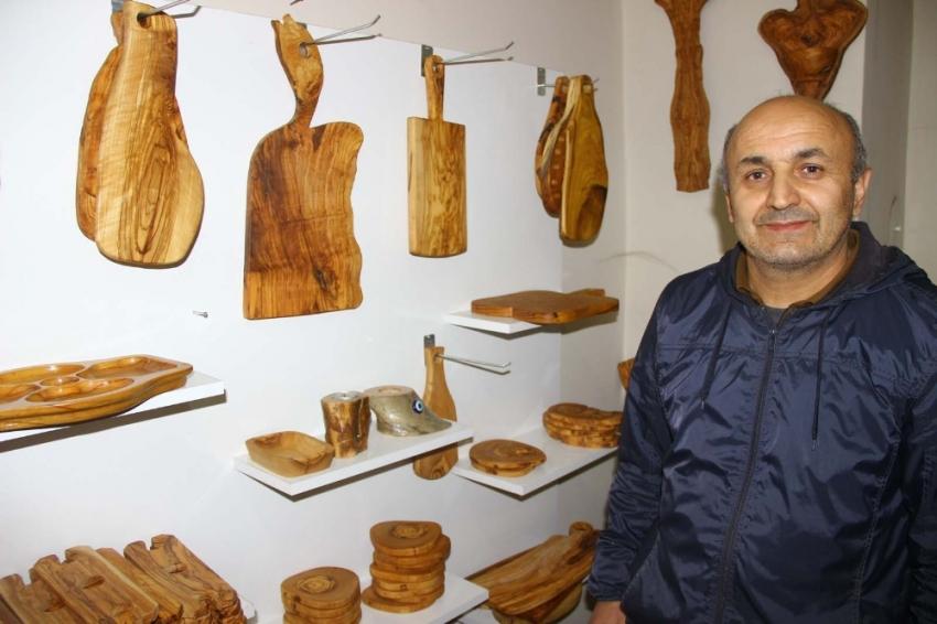 Yakılacak odunları sanat eserine dönüştürüyor