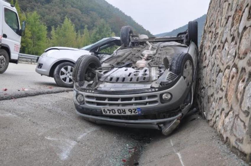 Bursa'da yağış nedeniyle kayganlaşan yolda kaza: 4 yaralı