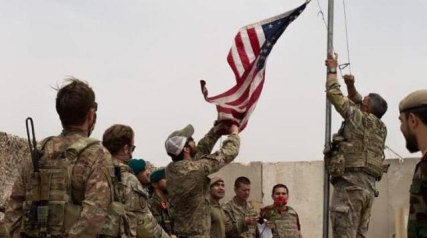 ABD bayrağı indirilip Afganistan bayrağı göndere çekildi