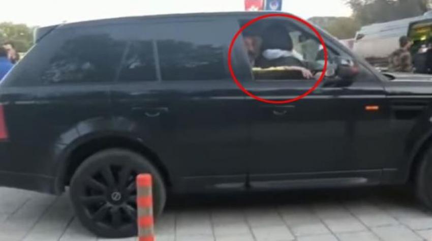 Ünlü oyuncunun kucağında görüntülenen kadının kim olduğu ortaya çıktı