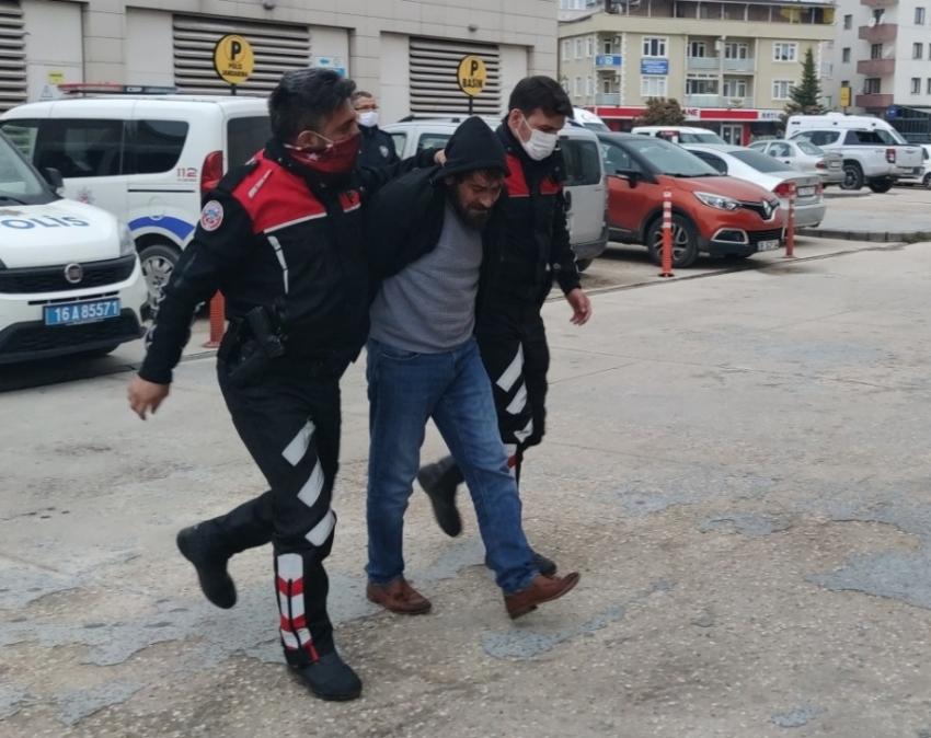 Bursa'da bir eve taşlı sopalı saldırı