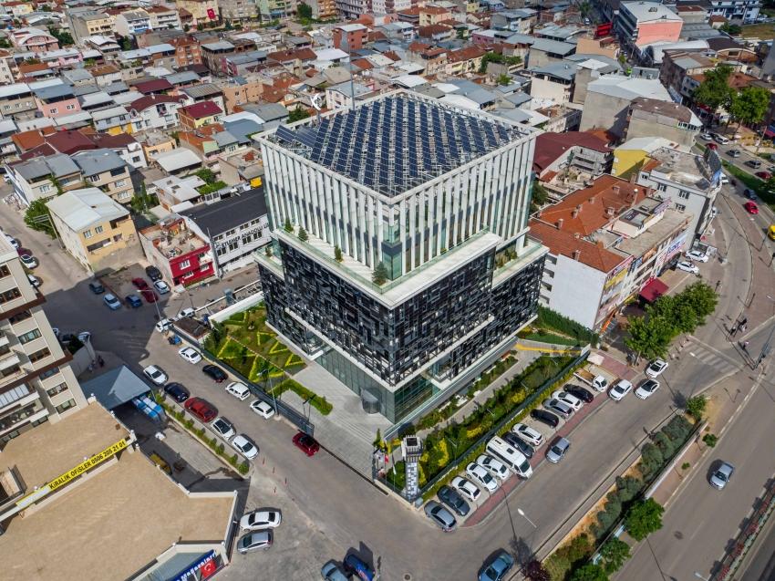 Bursagaz'ın yeşil genel müdürlük binası, 2 bin tondan fazla suyu dönüştürerek kullandı